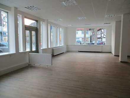 Komplett neu sanierte Laden-,Büro-,oder Praxisfläche zu attraktiven Konditionen***Nur 6,56 € / m²***