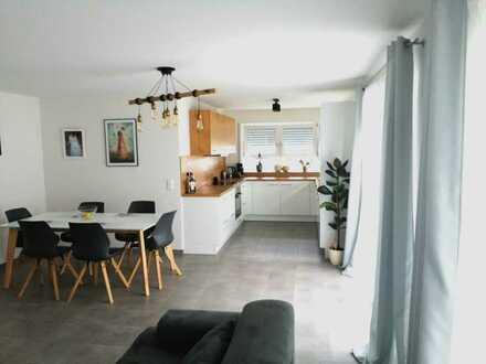 Stilvolle, neuwertige 3-Zimmer-Erdgeschosswohnung mit Terasse und Einbauküche in Lichtenstein