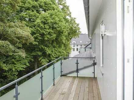 Gehoben ausgestattete DG-Wohnung mit großem Balkon zum Alsterlauf