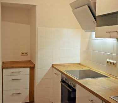 Sanierte 1-Raum-Wohnung mit Einbauküche!