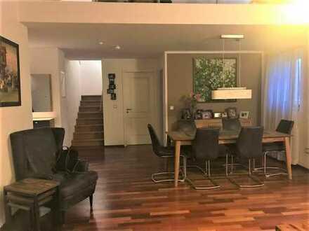 Exklusive, neuwertige 5-Zimmer-Maissonetten Wohnung mit zwei Balkonen!!!