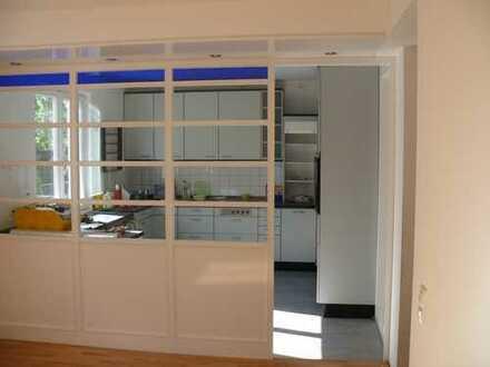 Helle 4-Zimmer Maisonette Wohnung in Zweifamilienhaus