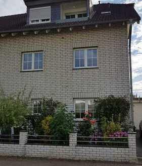 Provisionsfrei! Renovierte großzügig geschnittene helle 3 Zimmer Geschosswohnung im Mehrfamilienhaus