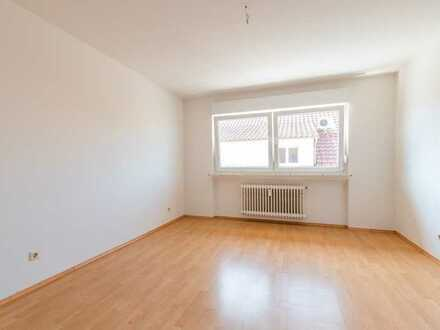 Vermietete Dachgeschoss Wohnung in saniertem 6 Familienhaus