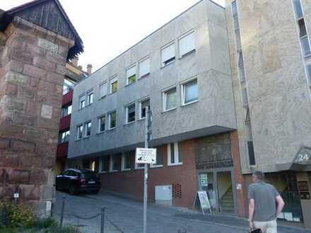 Exklusive, vollständig renovierte 4-Zimmer-Wohnung mit Balkon und Kamin mitten in Nürnberg