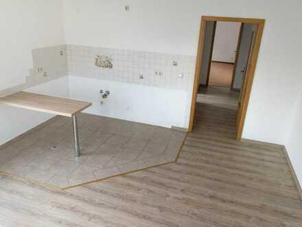 Freundliche, vollständig renovierte 1,5-Zimmer-Wohnung zur Miete in Bernsdorf