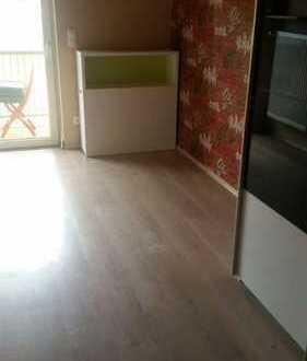 12-15 qm Zimmer mit Balkon, teilmöbliert