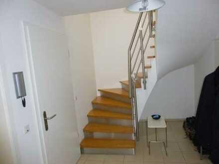 Lichtdurchflutete, attraktive 3-Zimmer-Maisonette-Wohnung mit Balkon in Köln Dellbrück
