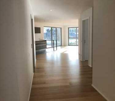 Exklusive Wohnung 3 Zimmer mit EBK, Blick und überdachter Terrasse ;RH9