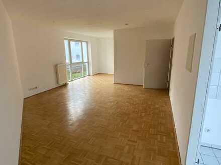 Helle 1 Raum-Wohnung / große Küche nähe Phoenix-See