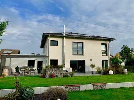 Modernes, freistehendes Einfamilienhaus mit großem Garten in NW/Duttweiler