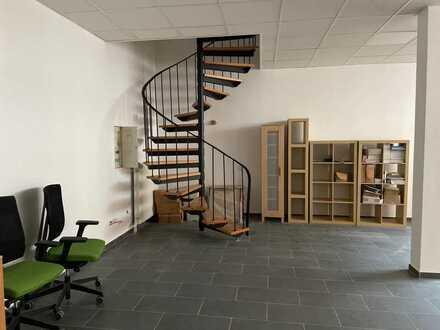 Frisch renovierte Einheit für Büro/Praxis/Vers. usw. wartet auf Sie