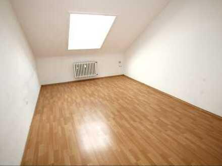 Frisch Renovierte 45 qm 2 Zimmer Dachgeschosswohnung in Schwetzingen zu vermieten.