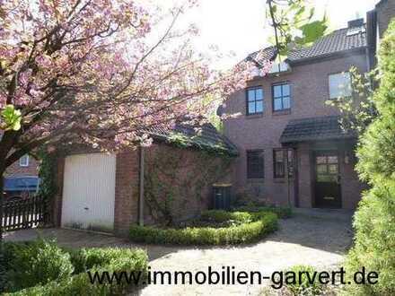 Familiendomizil! Reihenendhaus mit Keller, Garten und Garage, zentral und ruhig gelegen in Rhede