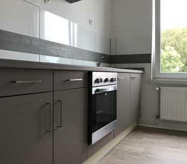 Erstbezug nach vollständiger Renovierung. 3 Zimmer Wohnung. Neue Einbauküche!