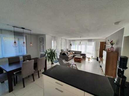 Exklusive, neuwertige 4-Zimmer-Wohnung mit Balkon und EBK, inkl. Garage und Garten in Erlenbach