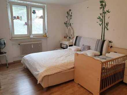 Möblierte 3-Zimmer-Wohnung mit Loggia und Einbauküche in Nähe BMW FIZ