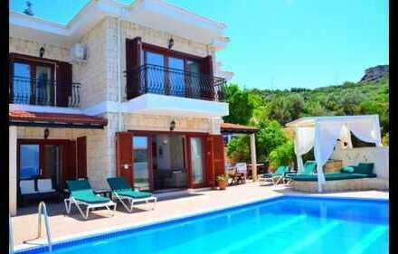 Freistehende Villa mit faszinierendem Meerblick und eigenem Pool