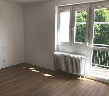 Ideale Lage - frisch sanierte 3-Zimmerwohnung + EBK + Balkon - Innenstadt Karlsruhe!