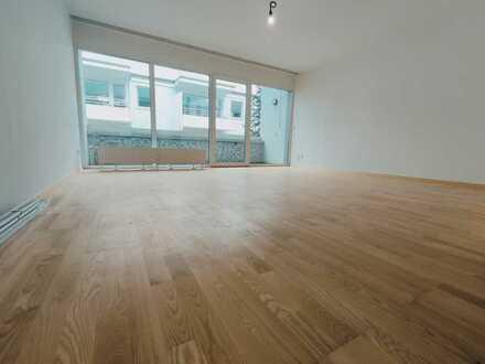 Stilvolle, modernisierte 4-Zimmer-Maisonette-Wohnung mit Balkon und Einbauküche in Bremen