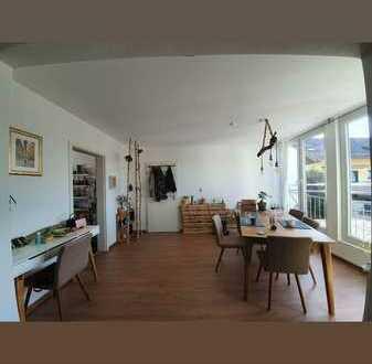 Vollständig renovierte 3-Zimmer-Maisonette-Wohnung mit Balkon und Einbauküche in Eppelheim