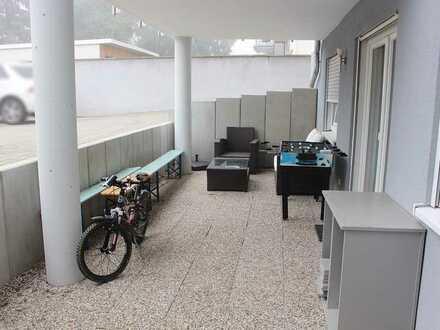 Karlsruhe: Souterrain 2 Zimmerwohnung mit großer Terrasse