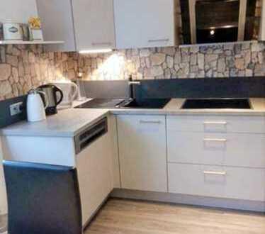 *Sehr schöne, renovierte 4-Zi. Hochparterre-Wohnung in KA-Waldstadt*