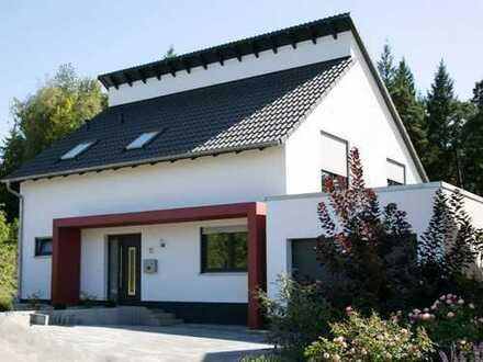 Neubau von einem attraktiven freistehenden EFH mit 140 m² Wfl., Keller inkl. 730 m² Grundstück