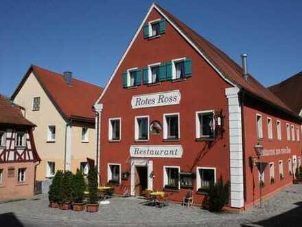 Komplettverkauf! Zwei Wohnhäuser, Gastwirtschaft, Saal m. Bühne u. Grundstück in Spalt! H 4245