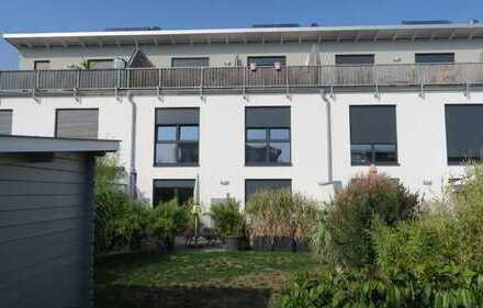 modernes Stadthaus mit Dachterasse und Garten im St. Hubertus Park