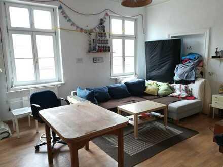 Freundliches 31 qm Zimmer in 5er WG, zentral gelegen