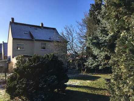 Einfamilienhaus und Nebengebäude auf großem Grundstück in ruhiger Lage