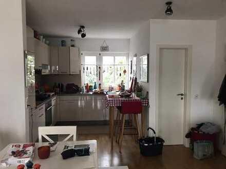 Wunderschöne, geräumige 2-Zimmer-Wohnung mit Balkon und Einbauküche in Bad Homburg