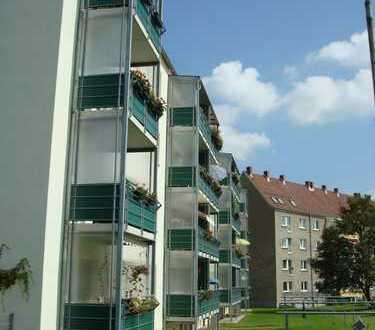 Neue Einbauküche, Balkon und Kaminofen in sehr schöner 2 Raum Wohnung