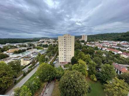 Provisionsfreie 2,5-Zimmer Wohnung im obersten Stock, Penthouse-Atmosphäre, vollständig renoviert