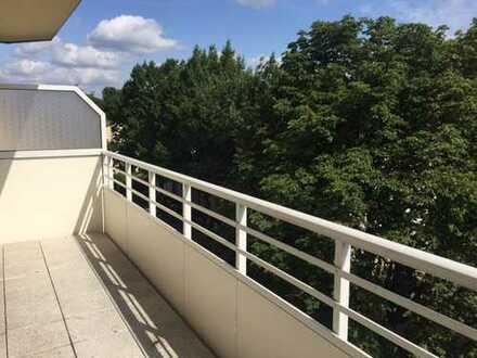 Penthouse Feeling in Bo-Hamme! Schöne 3 Zimmer Wohnung im 4. OG mit Aufzug, neuem Bad und XXL Balkon