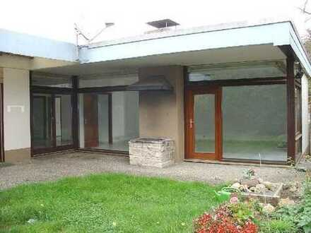 Schönes, geräumiges Haus mit sechs Zimmern in Sindelfingen. American Families are welcome.