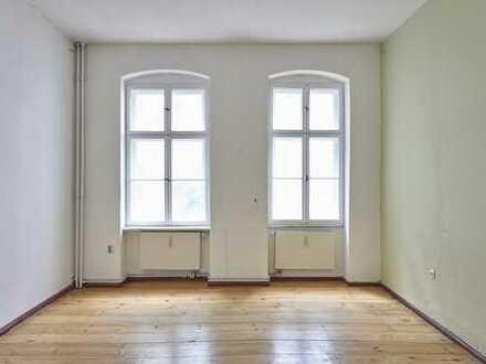 Renovierungsbedürftig! Schöne 3-Zimmer-Altbau-Wohnung in Einzeldenkmal in Berlin-Friedrichshain!
