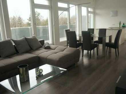 Komplett möblierte helle 2 Zimmer Penthouse Wohnung im modernen Stil mit Blick auf die Alpen