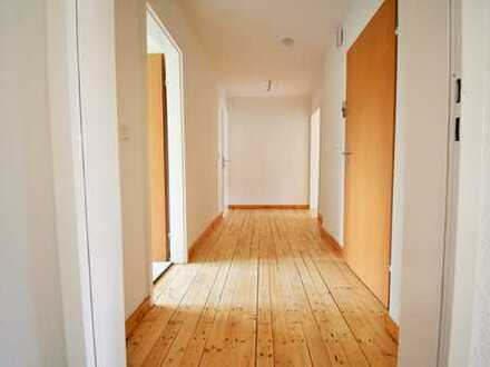 Gemütliche Dachgeschoßwohnung mit tollem Wohnflair ** frisch saniert **