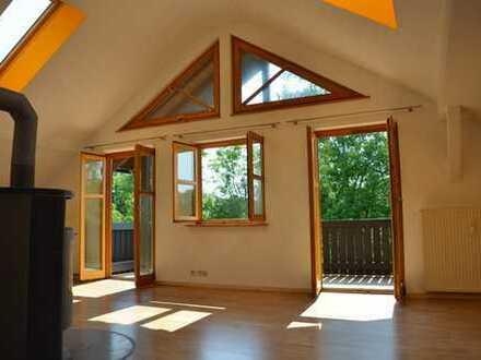 Schöne, helle 4 Zimmer Dachgeschoss Wohnung mit großem Balkon in absolut ruhiger, sonniger Lage