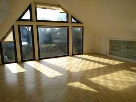 Schöne und helle 4-Zimmer-DG-Wohnung mit Einbauküche in Schwanewede