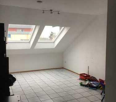 Helle Dachgeschosswohnung in Porz Urbach (Köln)