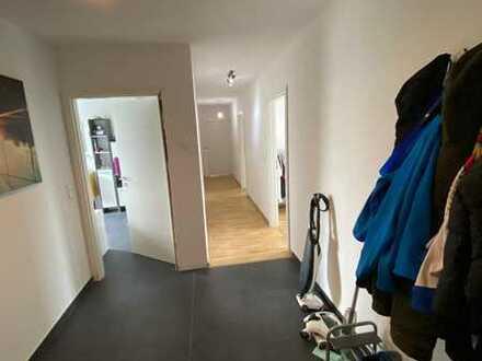 Neuwertige 4-Zimmer-DG-Wohnung mit Balkon in Walzbachtal