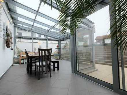 Große Wohnung in ruhiger Lage samt Wintergarten und Poollandschaft