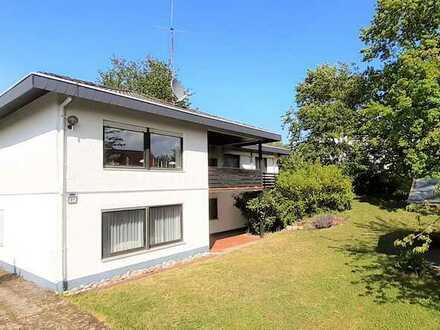 Gepflegtes Einfamilienhaus mit Einliegerwohnung und großem Garten in traumhafter Lage in Hassenroth