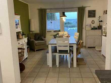 Attraktive 5-Zimmer-Maisonette-Wohnung mit Balkon und Einbauküche in Mainz