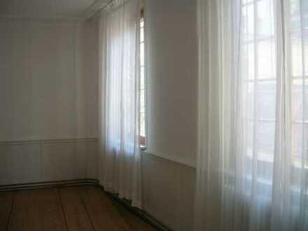 Schöne 2-Zimmer-Wohnung mit Einbauküche in Tübingen