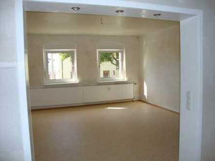 Preiswerte, modernisierte 3-Zimmer-Wohnung zur Miete in Forst mit offener Küche