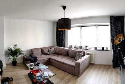 Freundliche helle 2-Zimmer-Wohnung mit Balkon und Einbauküche in Düsseldorf Wersten